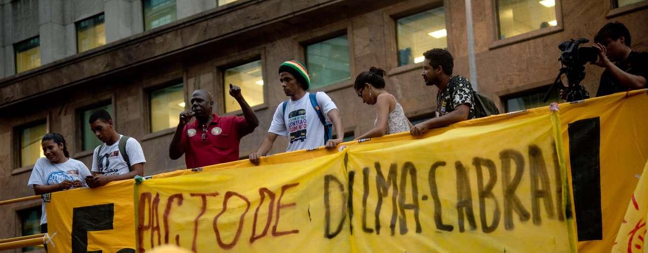 27 de junho -  A presença de partidos foi bem aceita por manifestantes que protestavam nas ruas do Rio de Janeiro nesta quinta-feira