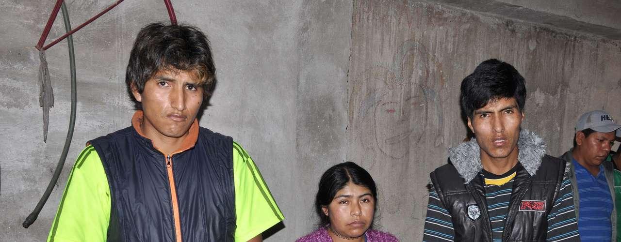 28 de junho - Tio e pais do menino boliviano Bryan, 5 anos, morto durante tentativa de assalto na zona leste de São Paulo