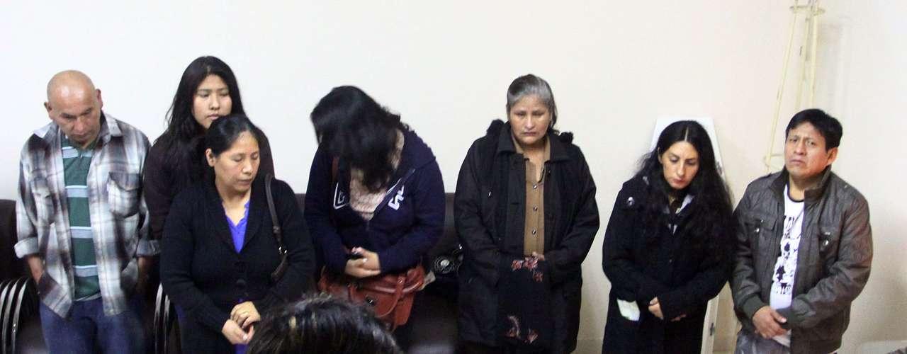 30 de junho - Familiares oram durante o velório do meninoBryan Yanarico Capcha de 5 anos
