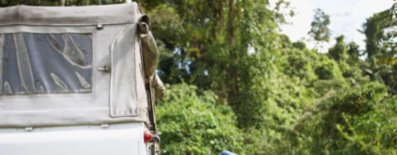 13. Carroceria de um caminhão Sexo é algo irresistível, até mesmo quando o único lugar que se tem disponível é a carroceria de um caminhão