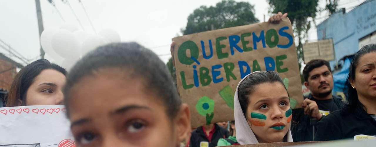 2 de julho -Crianças também participam da manifestação no Rio