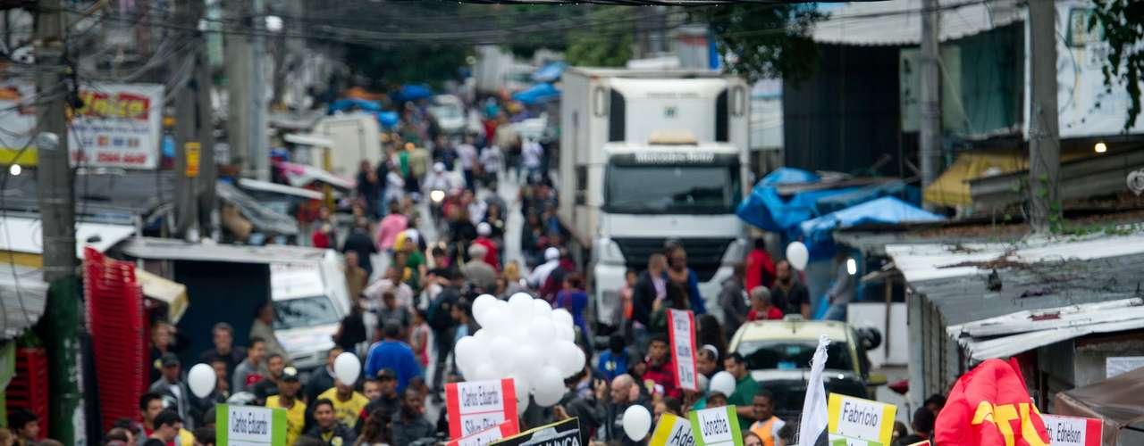 2 de julho -Manifestantesexigem que o governador do Estado, Sergio Cabral, faça um pedido de desculpas formal pelo desfecho desastroso da ação e que a Polícia Militar evite novas operações violentas