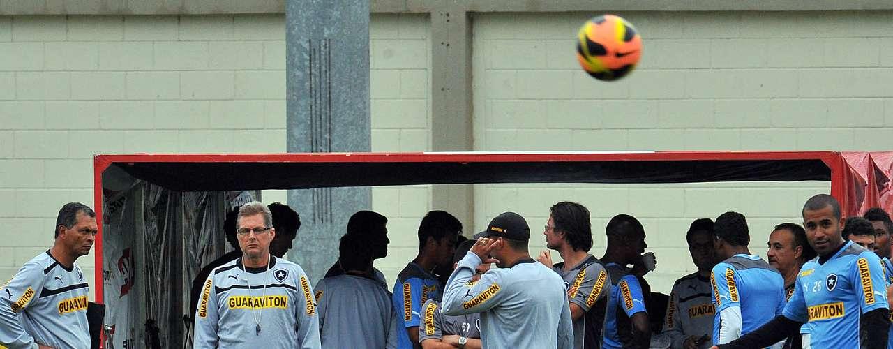 Grupo seguirá para Pernambuco, local do clássico contra o Fluminense no fim de semana, na quinta-feira