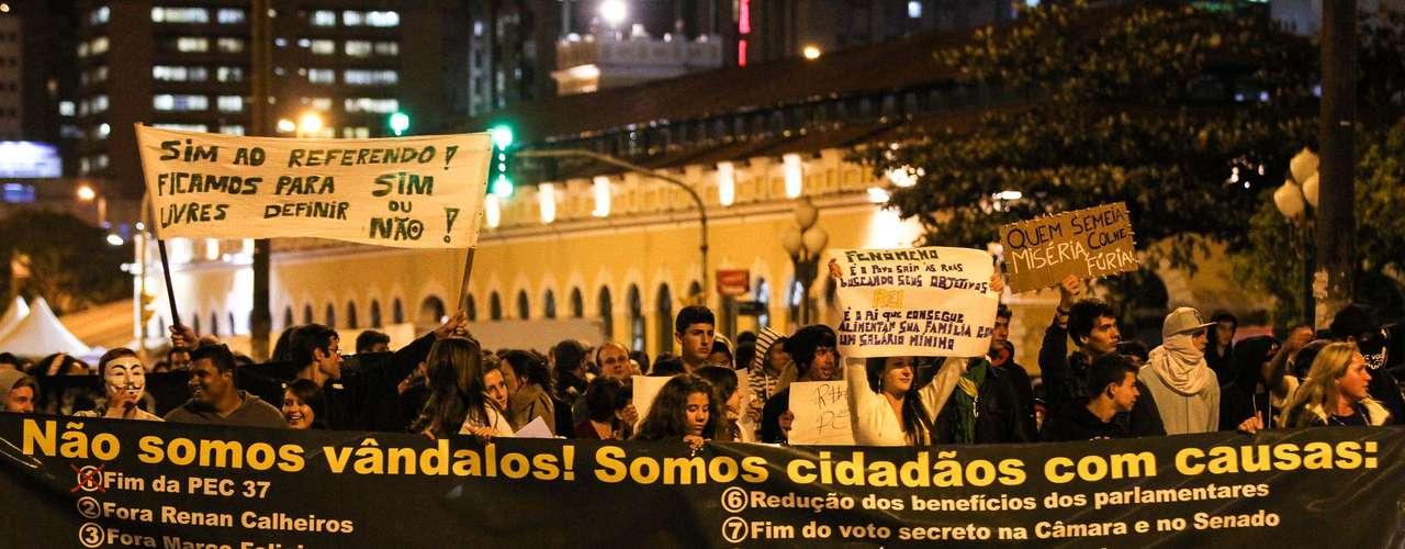 1º de julho - Em Florianópolis, centenas saíram às ruas para protestar por várias causas