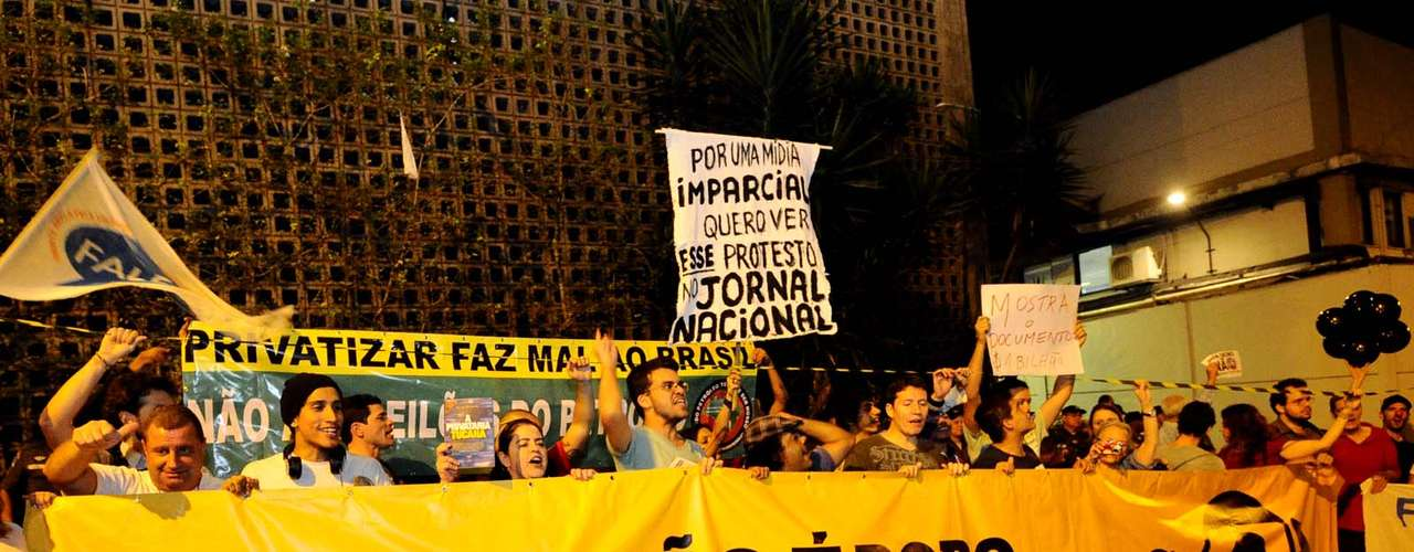 3 de julho -  Protesto em frente à Rede Globo no Rio de Janeiro reuniu cerca de 50 pessoas