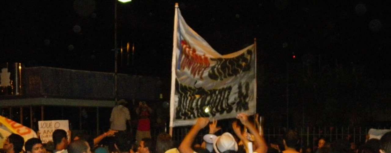 2 de julho - Cerca de 1 mil manifestantes participaram do protesto em Acaraju (SE)