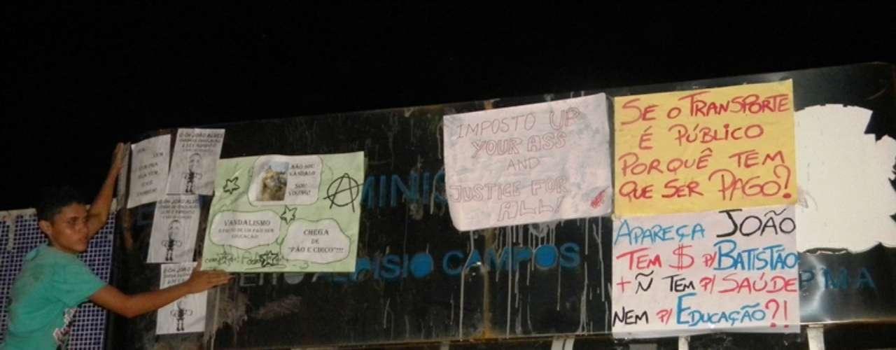 2 de julho - O quarto ato Acorda Aracaju que pede a revogação do aumento da tarifa de ônibus em Aracaju foi realizado na tarde desta terça-feira na capital sergipana