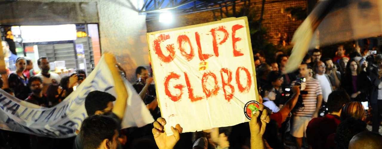 3 de julho - Os protestos convocados por meio das redes sociais contra a Rede Globo nesta quarta-feira tiveram baixa adesão no Rio de Janeiro e em São Paulo. Na capital fluminense, a manifestação reuniu cerca de 50 pessoas nesta noite