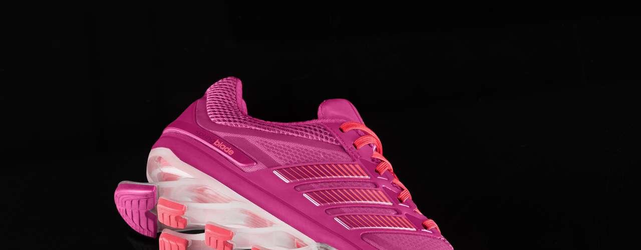 A parte de cima do tênis é feita com tecnologia Techfit e, ao contráriodos calçados fabricados com solados deEVA, ele é sete vezes mais resistente a temperaturas extremas
