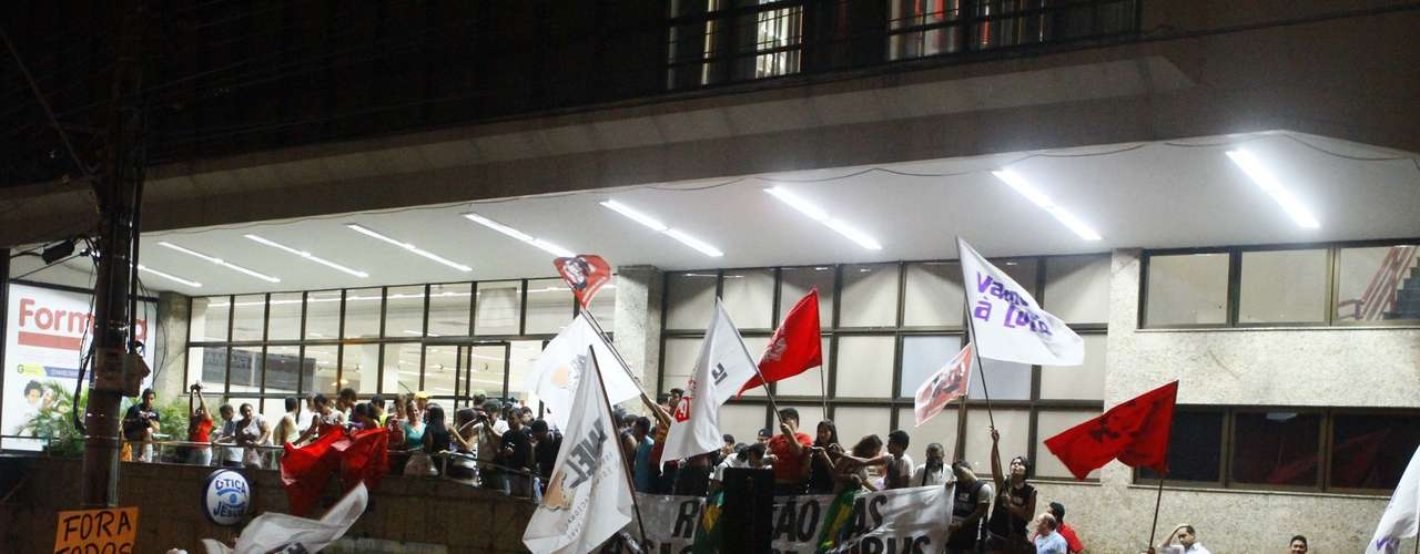 3 de julho - Movimento Belém Livre fez protesto na capital paraense. Os manifestantes reivindicam o direto de passe livre nos coletivos da cidade