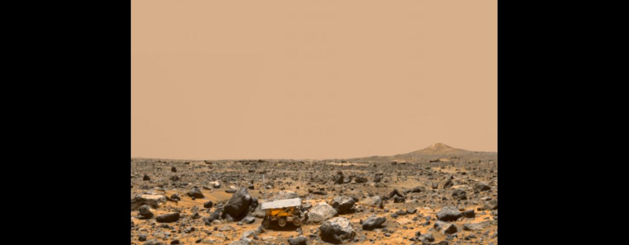 4 de julho - Mars Pathfinder enviou com sucesso sua primeira transmissão em 1997. Aespaçonave começou a explorar Marte há exatos 16 anos eenviou cerca de 2,6 gigabits de informações, que incluíram mais de 16 mil imagens da paisagem marciana e aproximadamente 8,5 milhões de medições de temperatura, pressão e força dos ventos em Marte