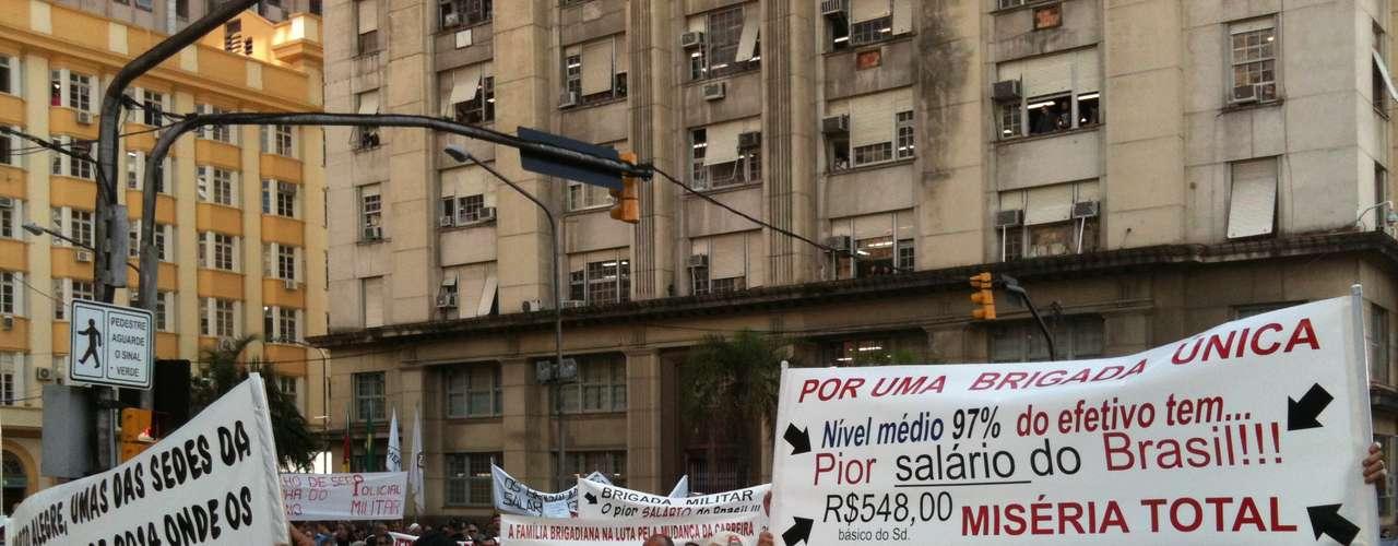 5 de julho -Policiais protestam em Porto Alegre por melhores salários e ampliação do plano de carreira