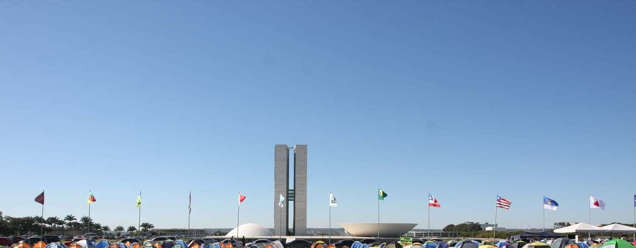 8 de julho -O projeto que permite o uso de armas para agentes penitenciários foi aprovado no Congresso, mas acabou vetado por Dilma