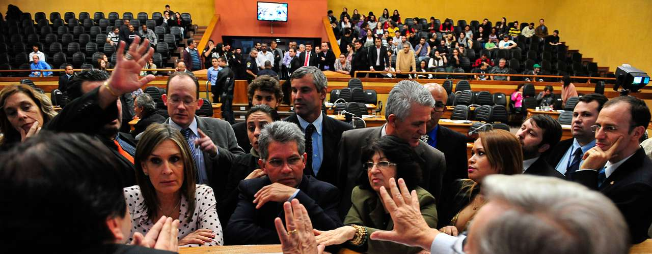 10 de julho -Movimentos ocupam plenário da Câmara Municipal de Porto Alegre