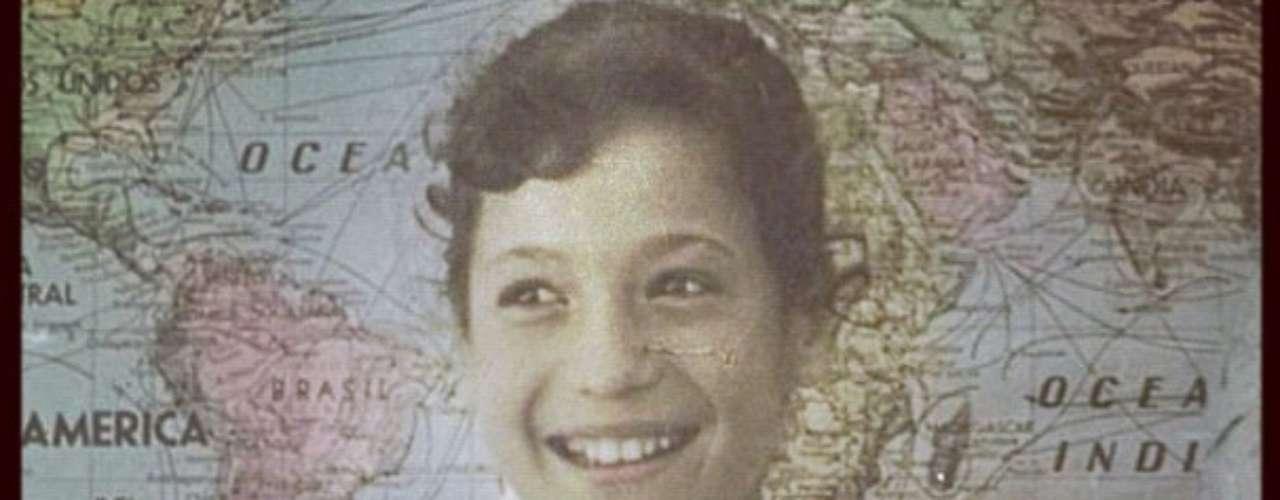 No mesmo clima nostálgico, a atriz postou uma imagem de quando era um pouco mais velha. Dos tempos do colégio... No Uruguai, explicou