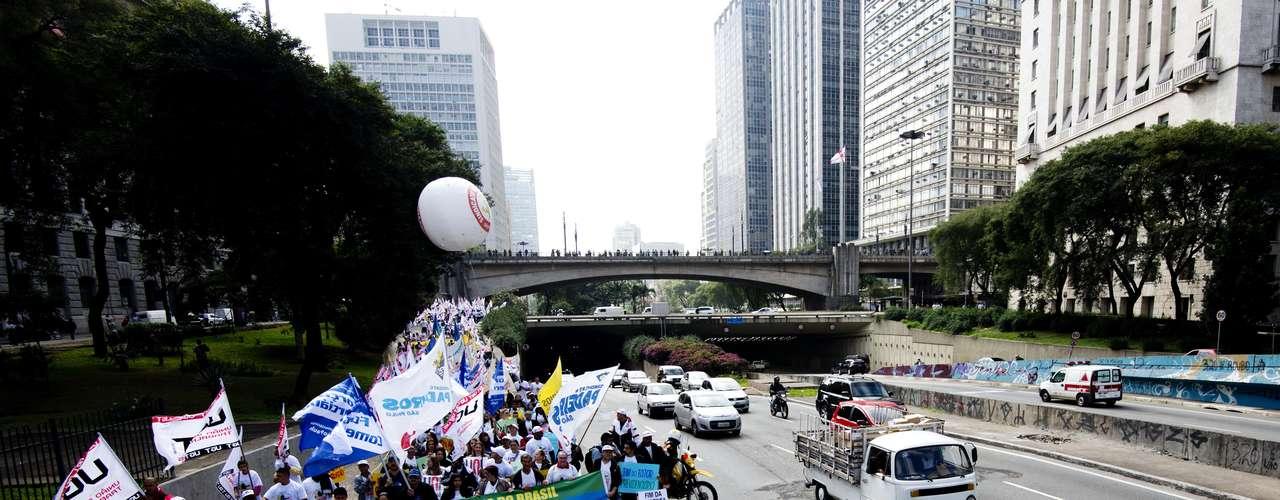 São PauloManifestantes ocupam duas pistas da avenida 23 de Maio