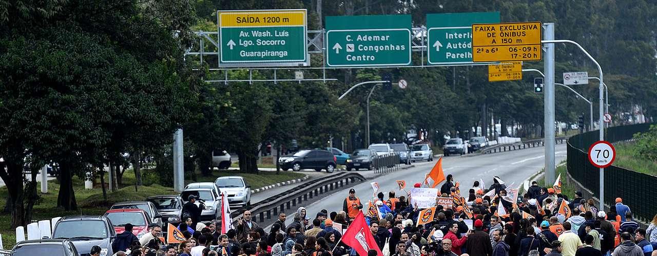 São Paulo Chamado de greve geral, o movimento de paralisação atinge diversos setores da sociedade