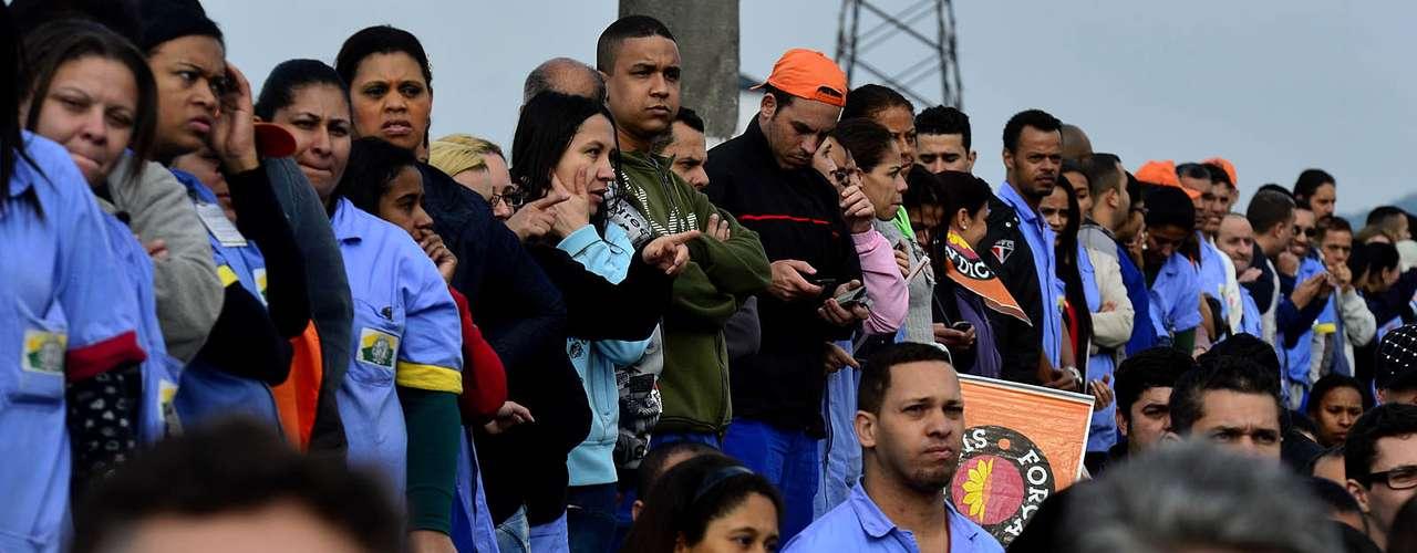 São Paulo A jornada de protestos e paralisações convocada para esta quinta-feira em todo o Brasil pelas centrais sindicais começou com bloqueios em 11 importantes estradas e sem transporte público