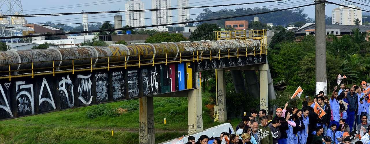 São Paulo Apesar de o sistema público de transportes operar normalmente em São Paulo e Rio de Janeiro, os motoristas de ônibus cruzaram os braços em outras cidades