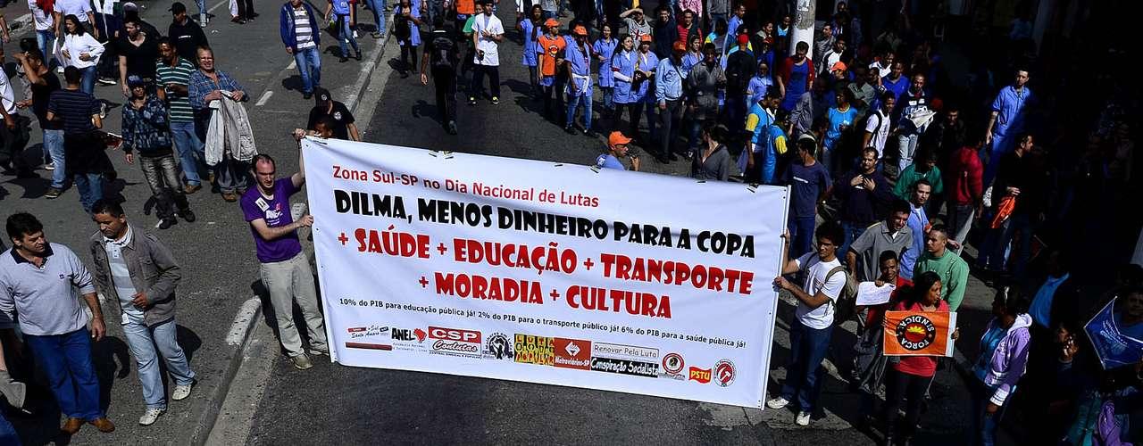 São Paulo Manifestantes fizeram diversas cobranças à presidente Dilma Rousseff