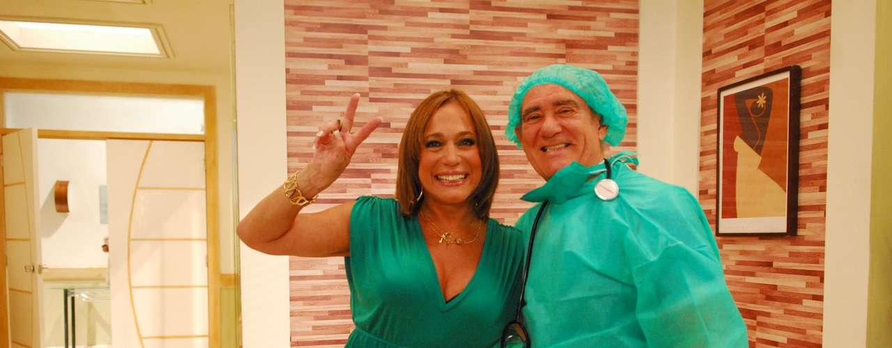 Susana posa com Renato Aragão, em 2009