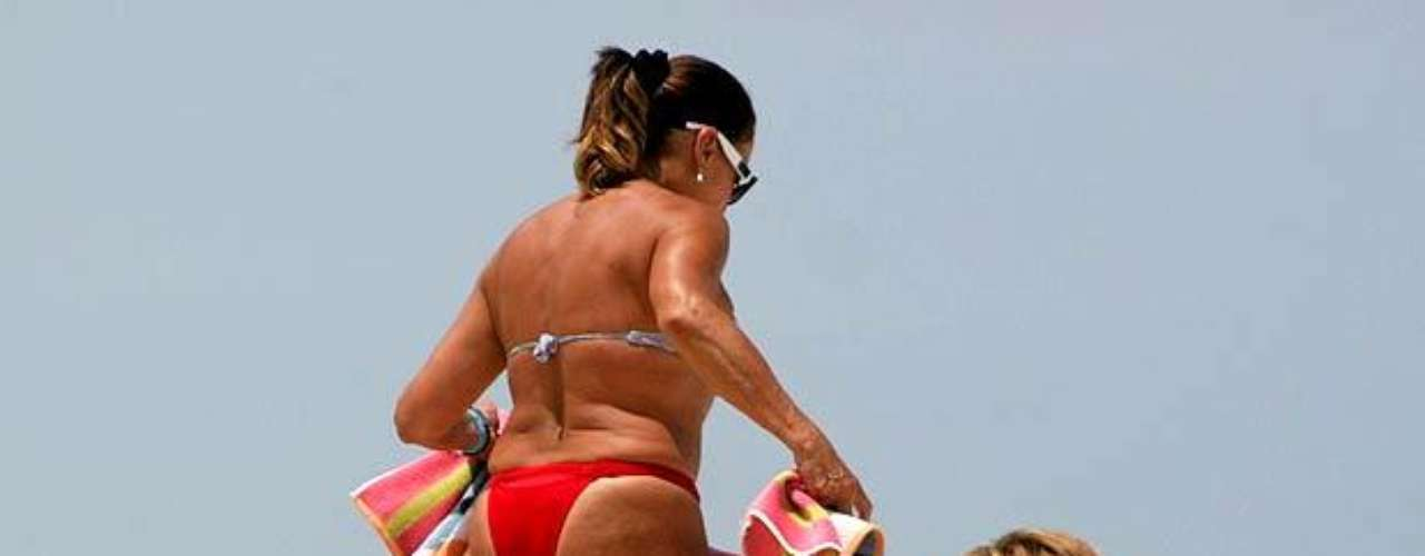 Susana curte praia, em fevereiro de 2009