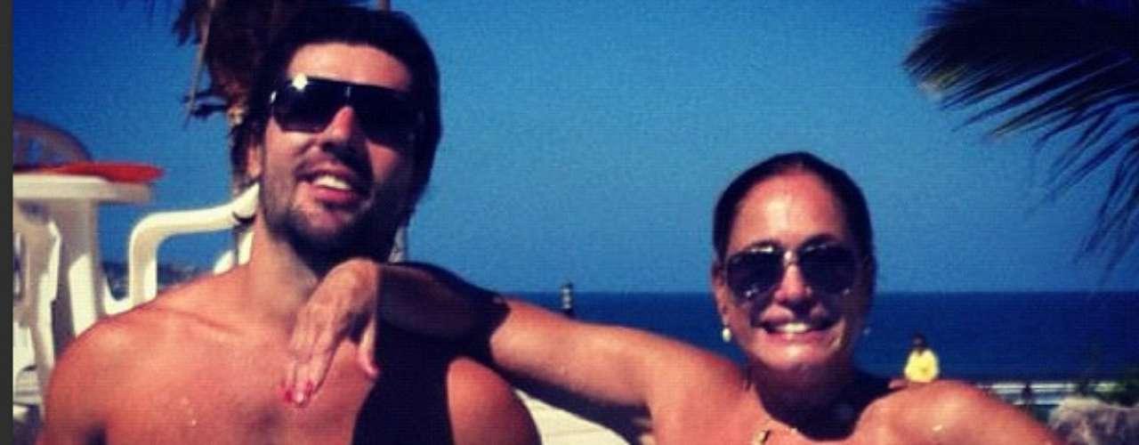 Susana posta no Instagram foto ao lado do namorado, Sandro Pedroso. \