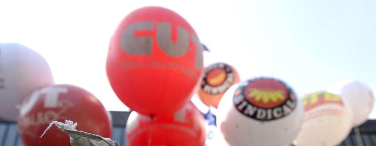 São Paulo Centrais sindicais se encontraram na avenida Paulista no final da manhã