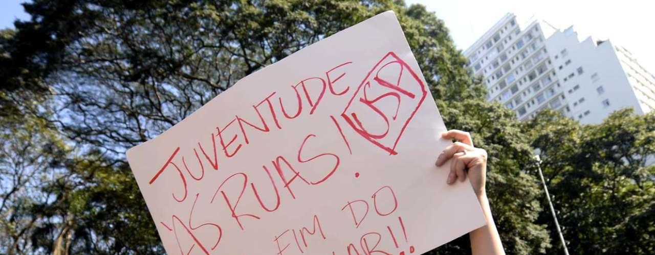 São Paulo Entre os pedidos dos manifestantes está o fim do concurso vestibular para ingresso nas universidades