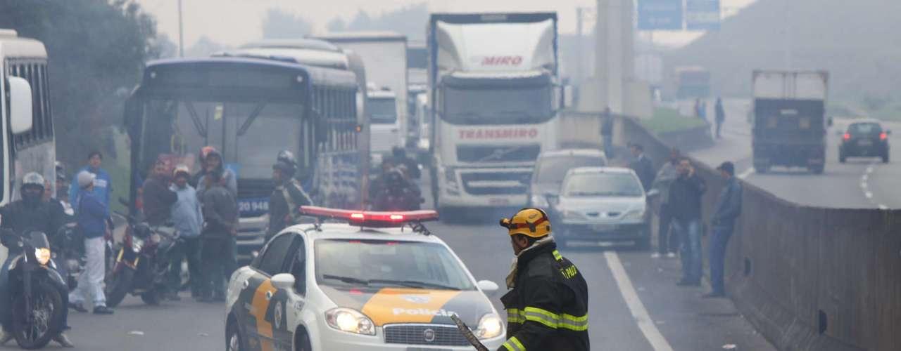 São Paulo O bloqueio da Anhanguera acontecia na altura do quilômetro 30, em Cajamar