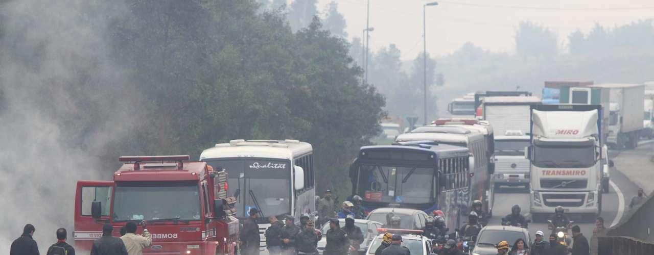 São Paulo Próximo a Jundiaí, a rodovia Anhanguera foi interditada nos dois sentidos