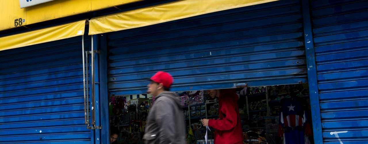 São Paulo Temendo vandalismo, comerciantes fecharam lojas na região central de São Paulo