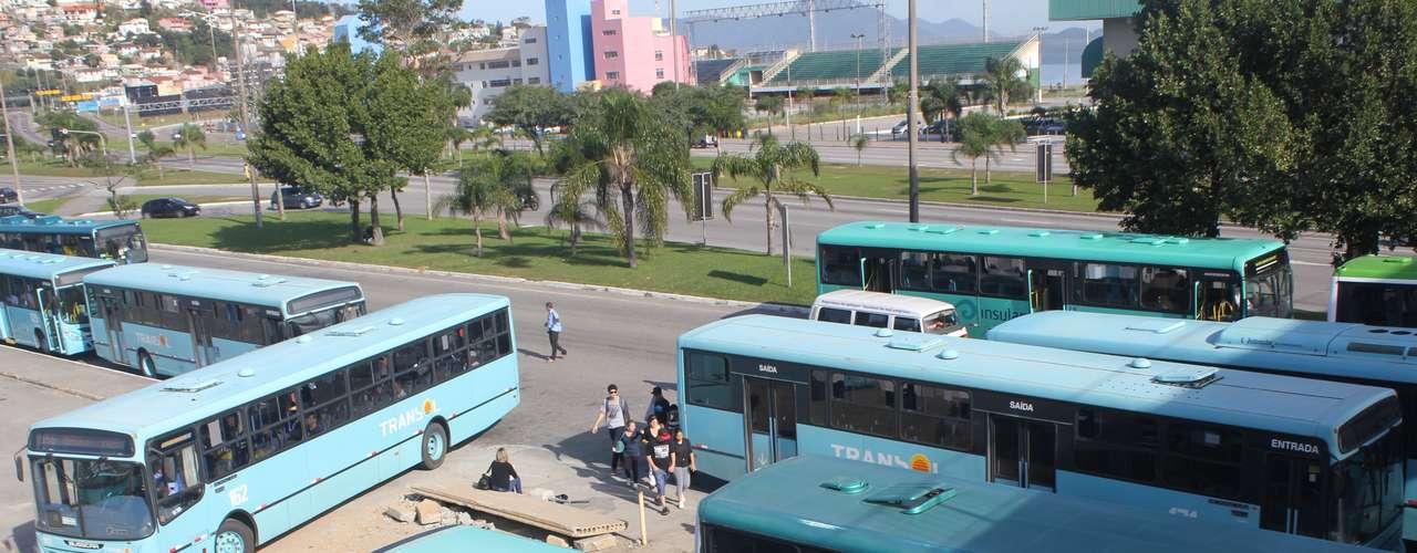 FlorianópolisOs motoristas e cobradores de ônibus aderiram de forma parcial à greve geral em Florianópolis