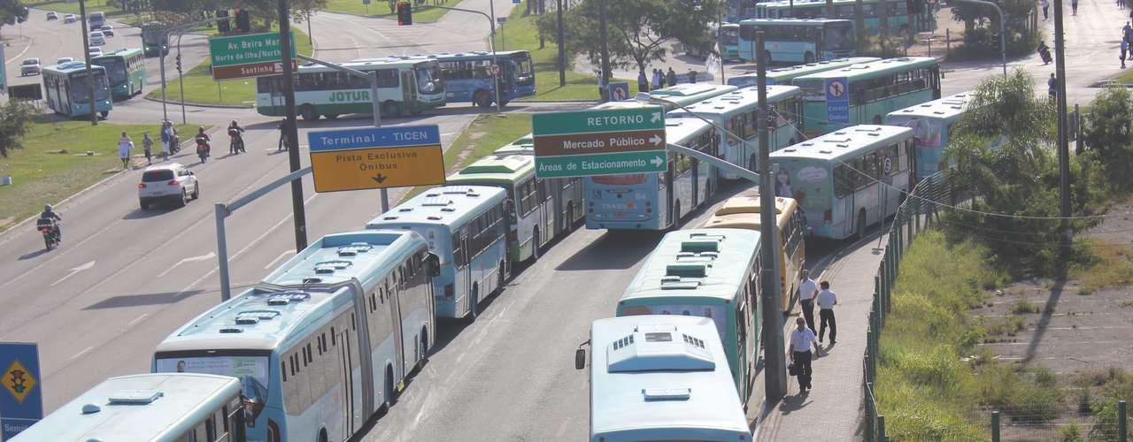 Florianópolis O transporte público estava parado na região central da capital catarinense no começo da tarde