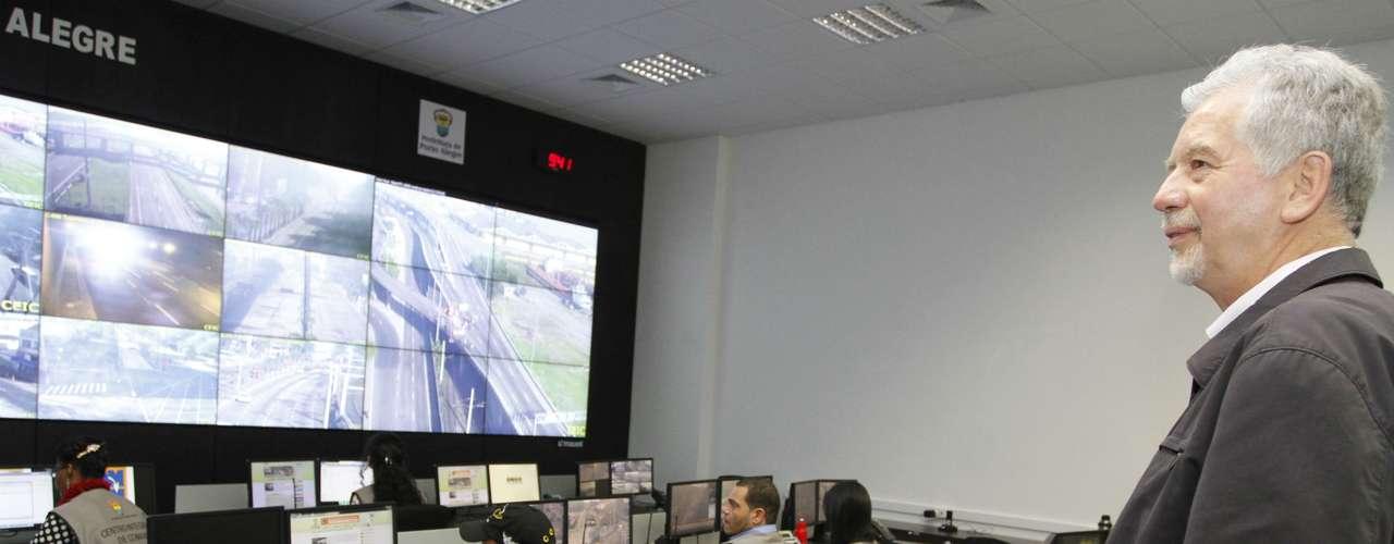 Porto Alegre Prefeito José Fortunati monitora trânsito da capital gaúcha em meio àgreve de rodoviários