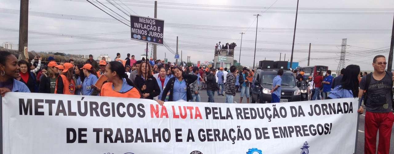 São Paulo A Ponte do Socorro, devido ao protesto, foi fechada