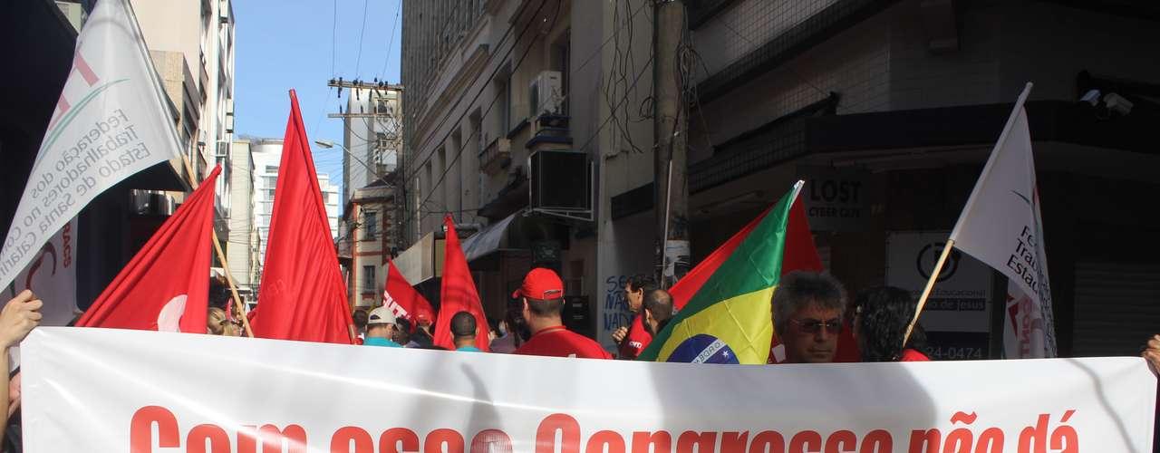 Florianópolis A concentração teve início junto ao prédio da Assembleia Legislativa