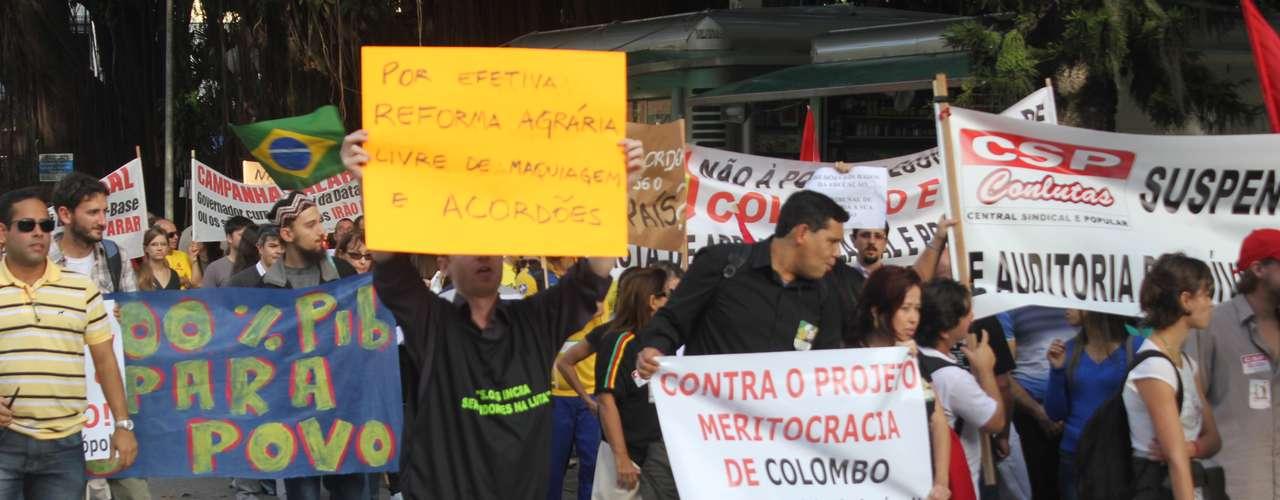 Florianópolis Passeata de sindicalistas e movimentos sociais reuniu milhares de manifestantes nesta tarde