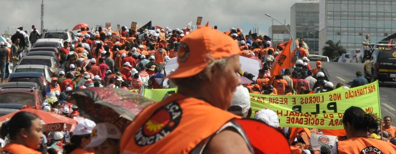 Brasília As centrais sindicais fazem manifestação na Esplanada dos Ministérios para marcar o Dia Nacional de Lutas