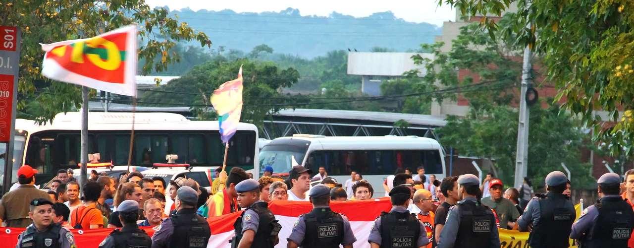 Manaus A quinta-feira de manifestações em Manaus começou com 40% da frota dos ônibus do transporte urbano nas garagens