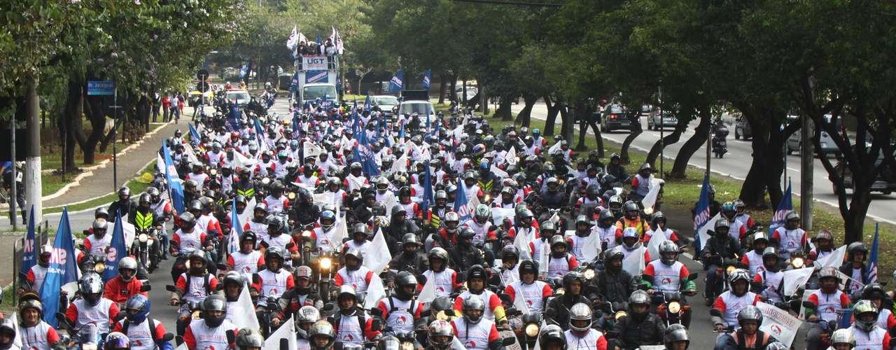 São Paulo Motoboys saíram da avenida dos Bandeirantes e foram até a avenida Paulista, em protesto nesta quinta-feira