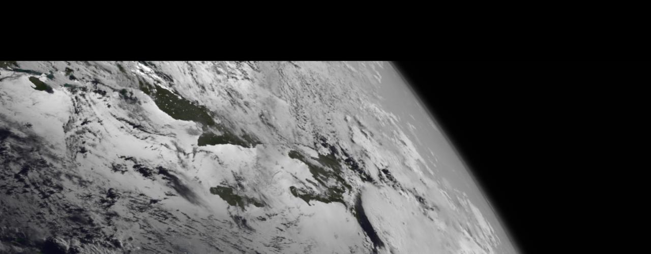 11 de julho - Um satélite da Nasa registrou os resquícios da tempestade tropical Chantal no dia 10 de julho. Cinco dias antes, o fenômeno se espalhava ao longo de 885 quilômetros pelas ilhas de Cabo Verde, causando temor. Agora, no entanto, Chantal se tornou tão fraco que nempode mais ser estimado com o uso da técnica Dvorak - que avalia a intensidade de um ciclone tropical