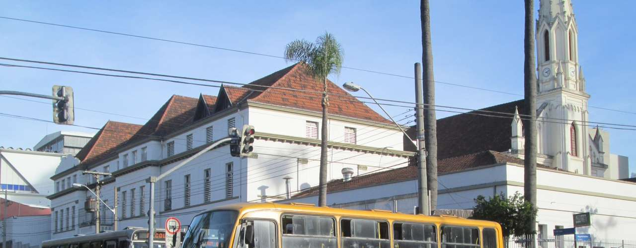 CuritibaOs motoristas e cobradores do transporte coletivo realizaram um protesto no centro da cidade, com o bloqueio do acesso aos ônibus na praça Rui Barbosa