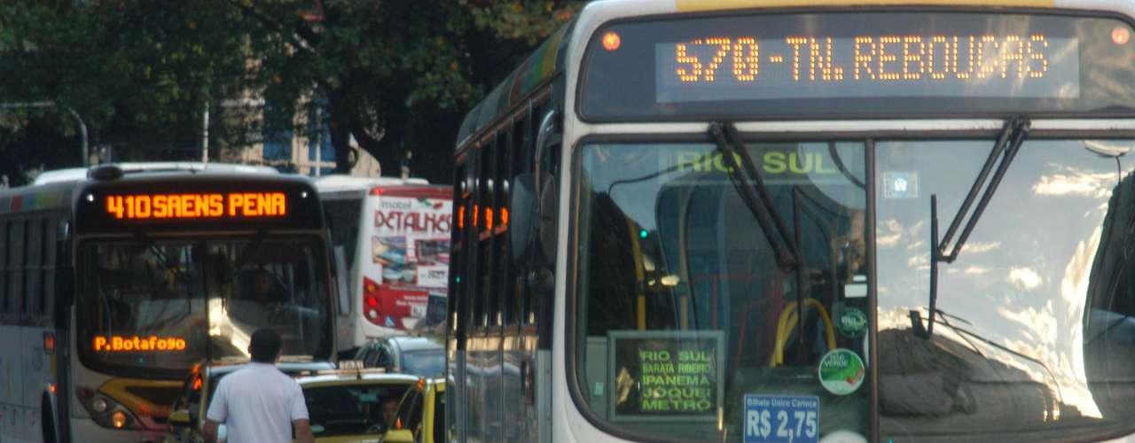 Rio de Janeiro Os ônibus circulavam normalmente na manhã de hoje no Rio de Janeiro, apesar da paralisação das centrais sindicais