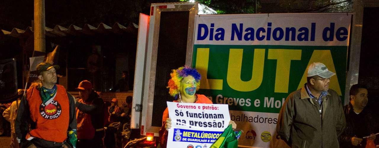 São Paulo Funcionários da Metalúrgica Prada, localizada no bairro Santo Amaro, fazem uma passeata na manhã desta quinta-feira