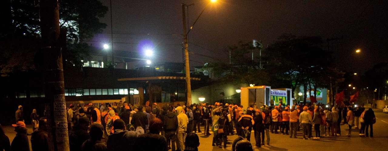 São Paulo Pela manhã, os manifestantes devem se reunir com a passeata dos trabalhadores da construção civil na ponte Estaiada