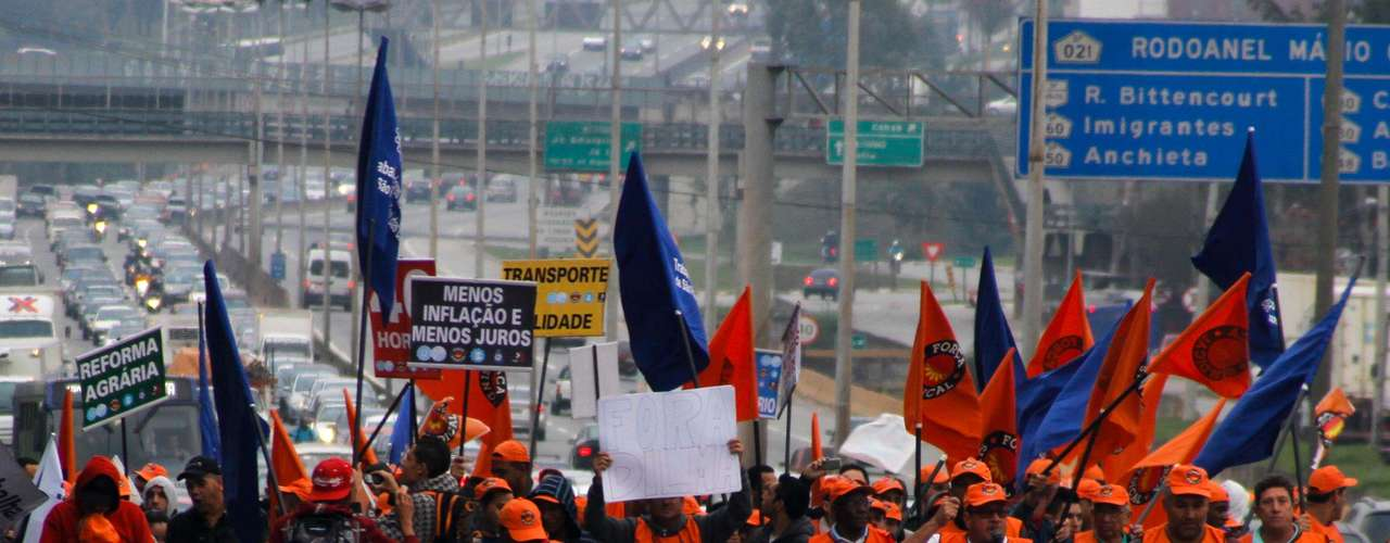 São Paulo Sindicalistas bloquearam regiões de São Paulo na manhã de hoje