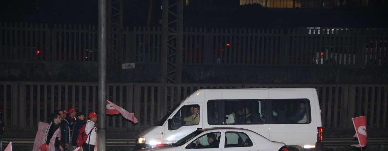 Porto AlegreNa capital gaúcha, os sindicalistas bloquearam a Ponte do Guaíba, um dos principais acessos à cidade