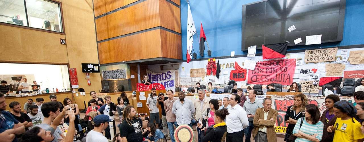 12de julho -Integrantes do Bloco de Luta pelo Transporte Público ocupam a Câmara desde quarta-feira para reivindicar, entre outras medidas, o passe livre municipal e a abertura das contas das empresas de ônibus