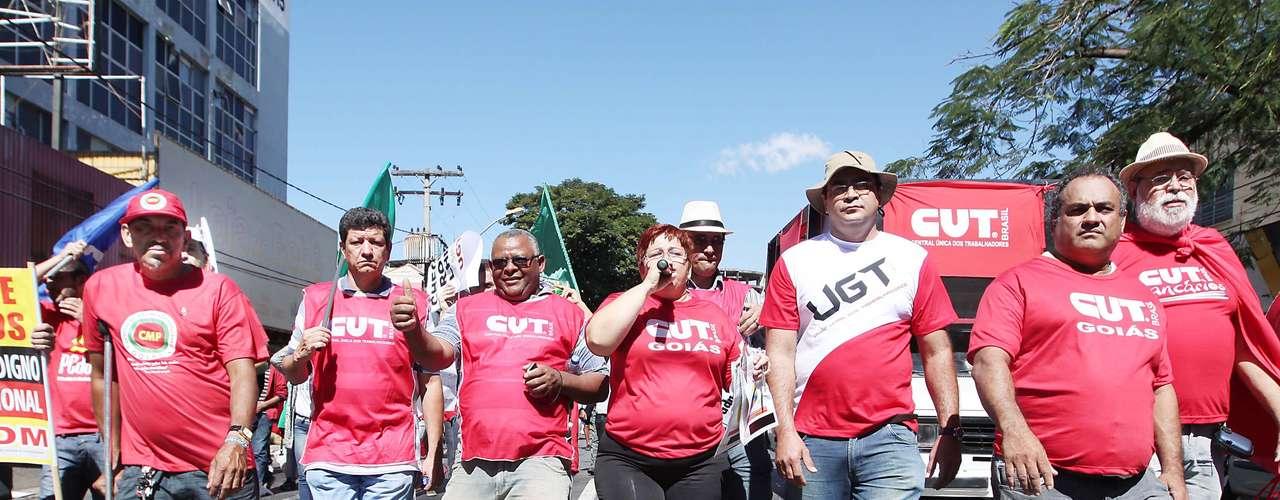 Goiânia -  A CUT e diversos movimentos sindicais realizaram protesto na capital goiana